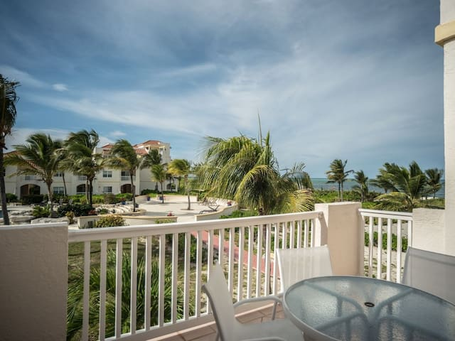 Secluded Two Bedroom, Turquoise waters awaits you!