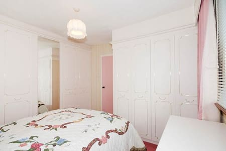 Gorgeous double room near ARI and Woodend Hospital