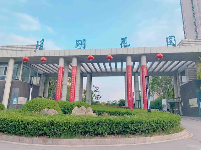 小区大门 徐州市唯一临湖的高档小区