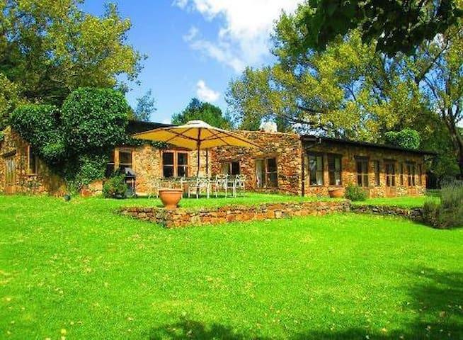 Charming farm house - Dullstroom - Hus