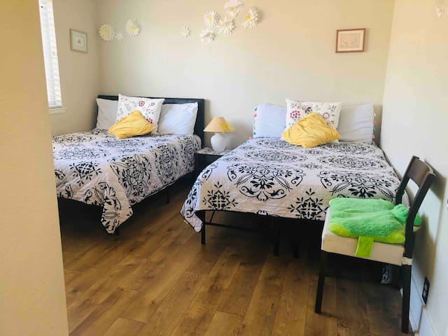 Comfortable & Adorable bedroom in Downtown SJ