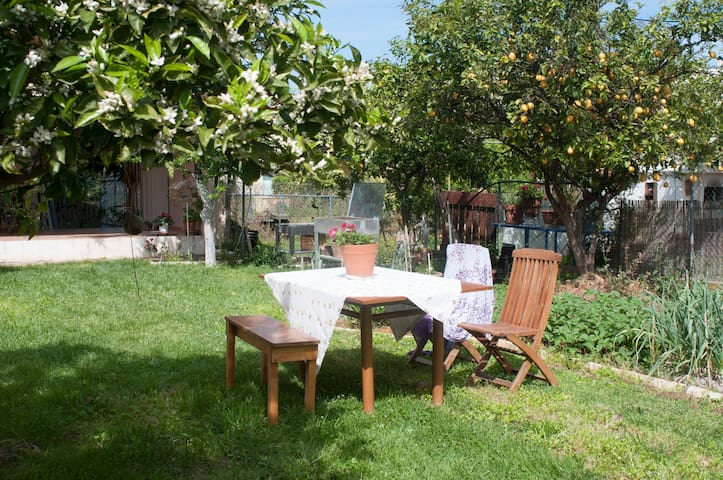 """chic and charming studio"" close to the beach - Kalamata - Apartamento"