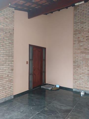 Quartos suites pra estudantes ou professoras.