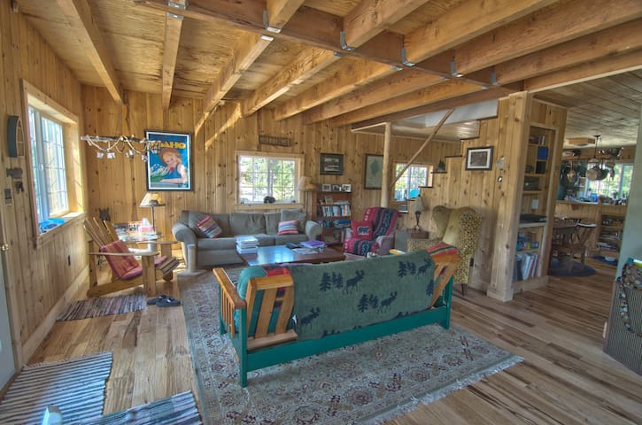 Spacious family cabin in the Sawtooths