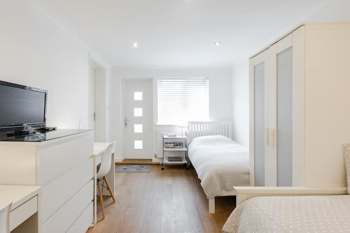 Private Twin Studio with own Bathroom/Kitchenette