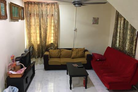 Comfy Room Near Airport And Beach - Kuala Terengganu