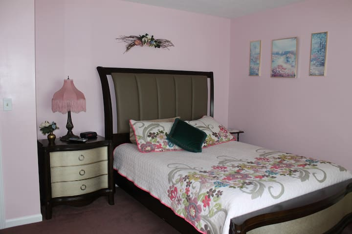 Frontenac Room Victorian Bed & Breakfast