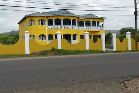 Jamaica 'Inn'ternational rooms to rent - Old Harbour
