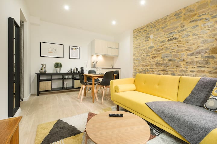 Renovated flat with terrace Heart of Croix-Rousse