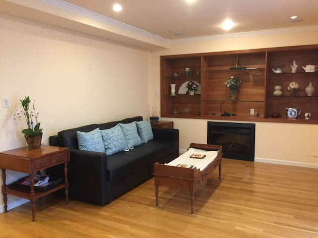 L1-Lakeshore Entire Apt2Br/2Ba Prv Entry w Parking