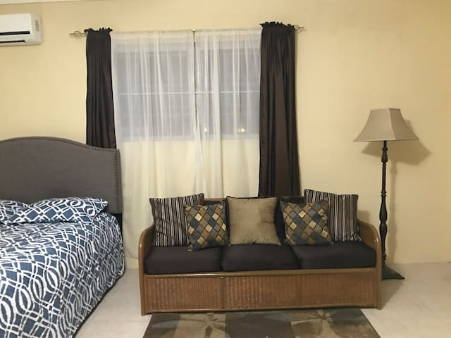 Beautiful Studio Apartment close to Fish Fry - Nassau - Flat