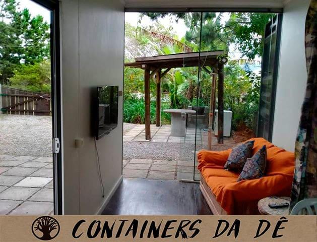 """Containers da Dê """"Norte"""" (Praia da Pinheira)"""