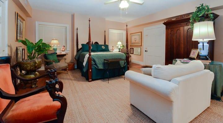 James Hardie Room - Choctaw Hall Bed & Breakfast