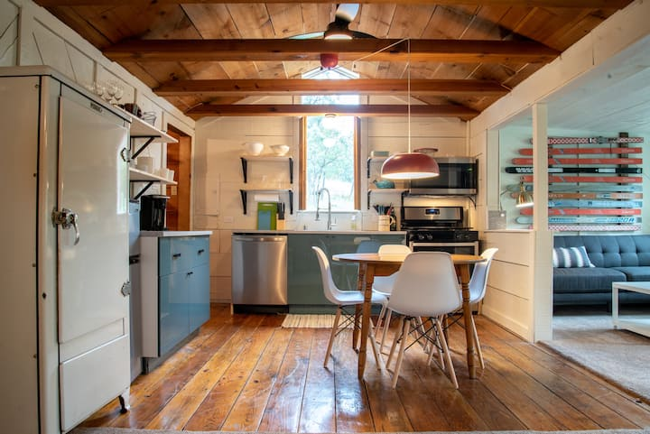 Remodeled Cabin + Near Grindstone & Midtown + A/C