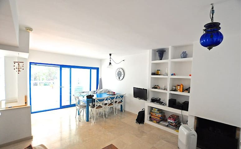 Quiet & cozy duplex house near the beach. - Santa Eulària des Riu - House