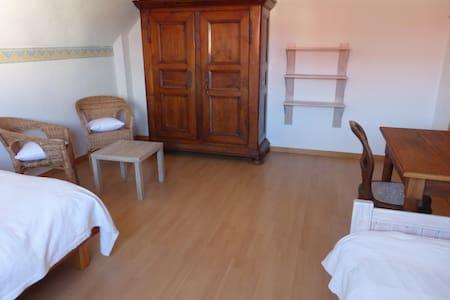 Chambre 3 personnes+petit déjeuner - Châtenois - Casa