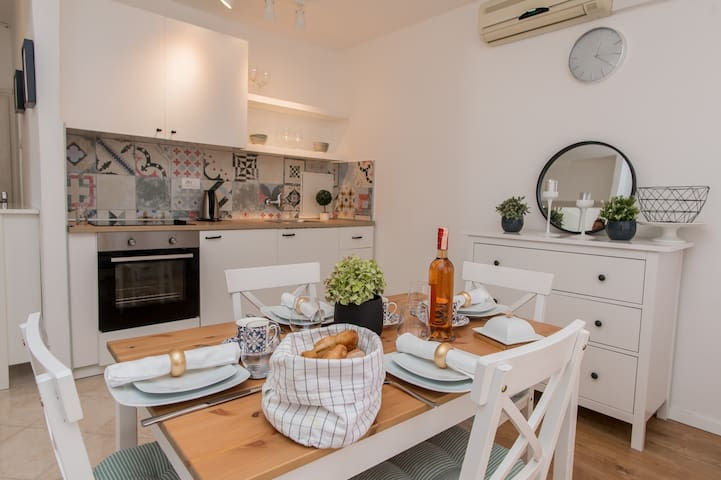 Apartment  with  amazing SEA  view(new AC)