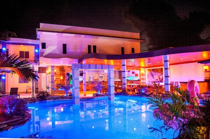 For Rent Luxury 14 bedrooms, 15 bathrooms Villa FA