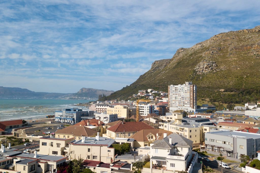 Located in the heart of Muizenberg and one road back from the beach.