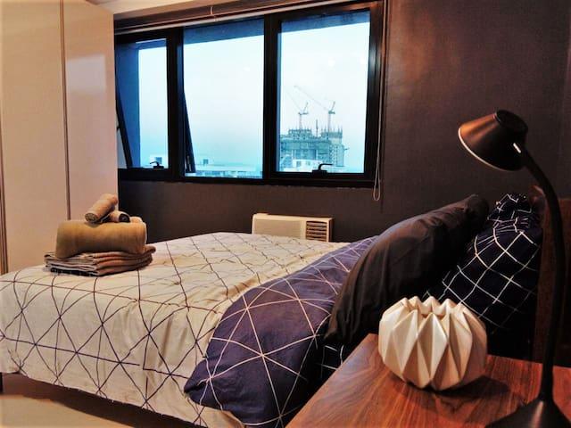 Modern Designer Luxury Pad for 4, WIFI + Netflix