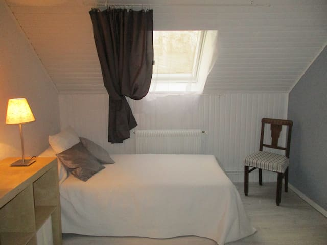 nice clean and quiet room near Strasbourg - Eschau - Casa