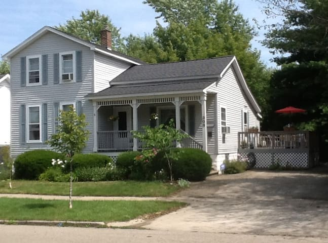 Charming Victorian / Great Location - Grand Haven - Casa