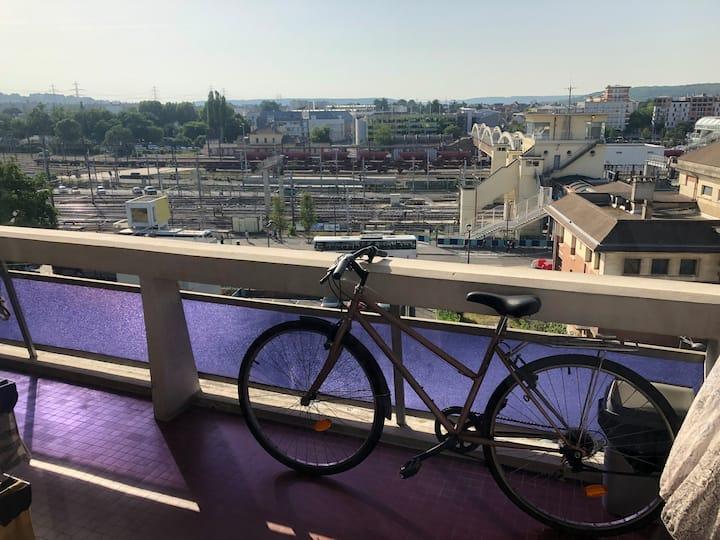Beau Studio face gare Massy TGV