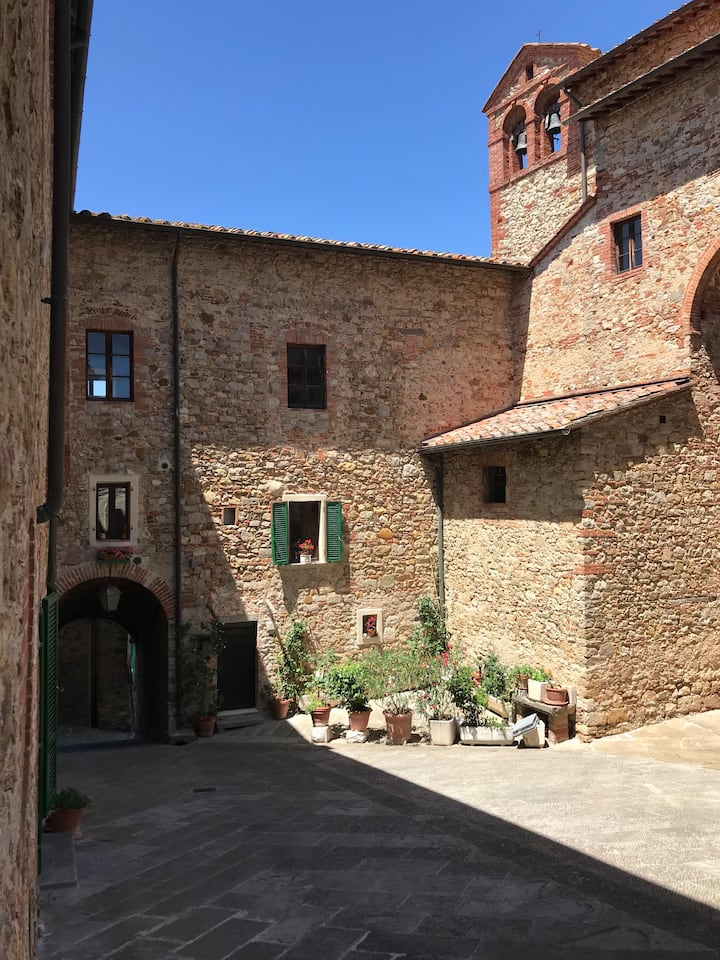 A delicious flat in Lucignano