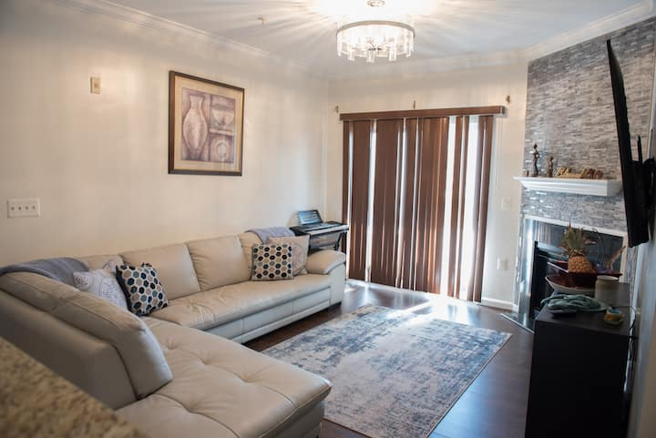 Cozy Private 2 bdr, 2 baths and office!