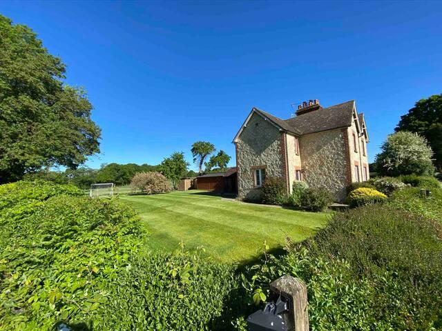 Puncheur Place, Henden Manor Estate, Ide Hill,