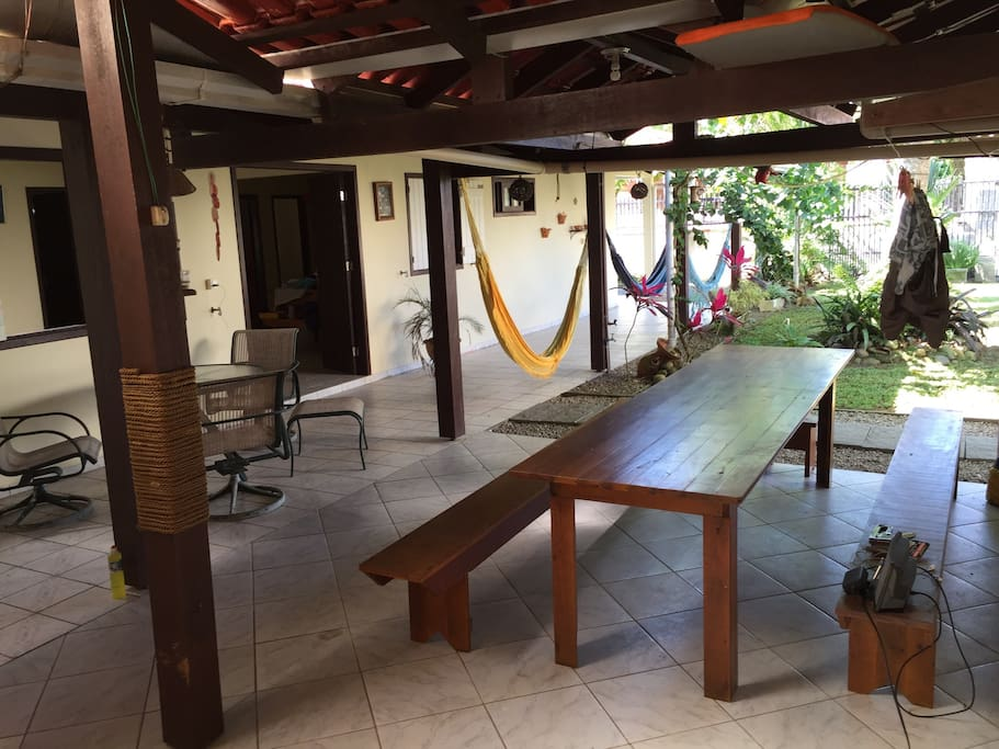 Mesa na area da churrasqueira! Outdoor table!