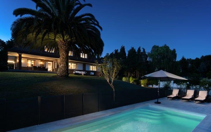 Elegante casa de campo con piscina.