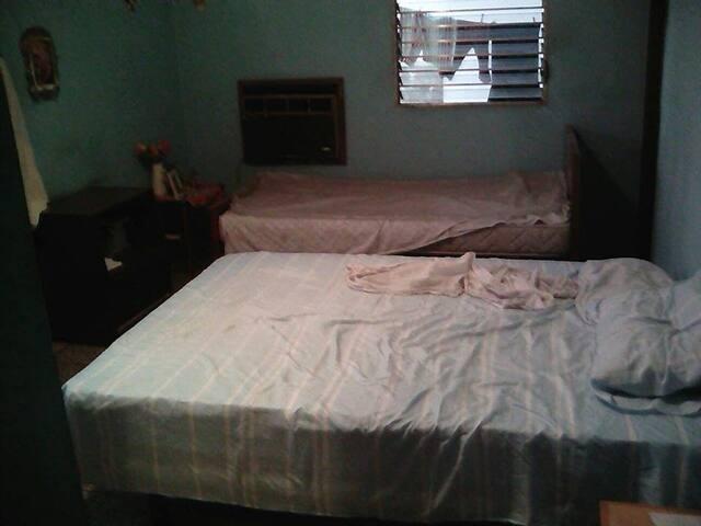 Alquiler habitación doble con todos los servicios.