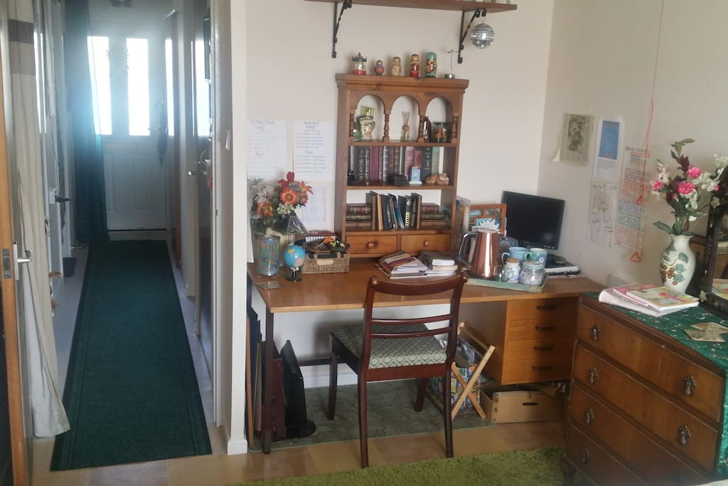 desk and tea/coffee making facility in bedroom