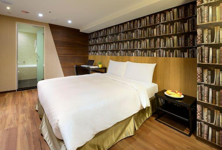 Deluxe Double Room*5min Taipei Stn 乾淨舒適大床房*近台北車站
