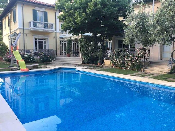Villa al mare piscina spiaggia park bici gratis. 3