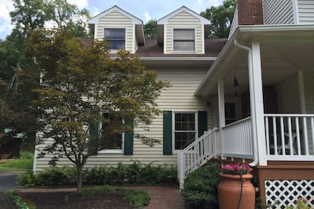 Cozy, newly decorated studio apt - Blacksburg - Apartamento