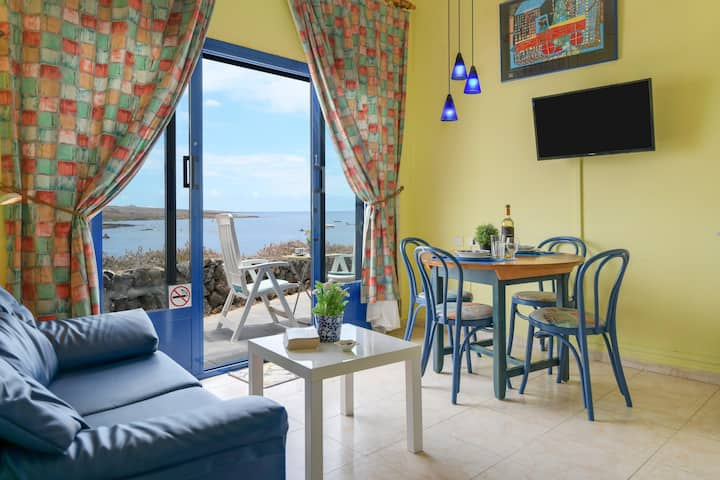 """Waterfront Apartment """"Jameos"""" with Sea View, Wi-Fi, Air Conditioning & Terrace; Parking Available"""
