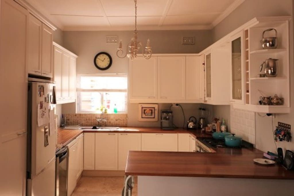 The well-equipped open-plan kitchen.