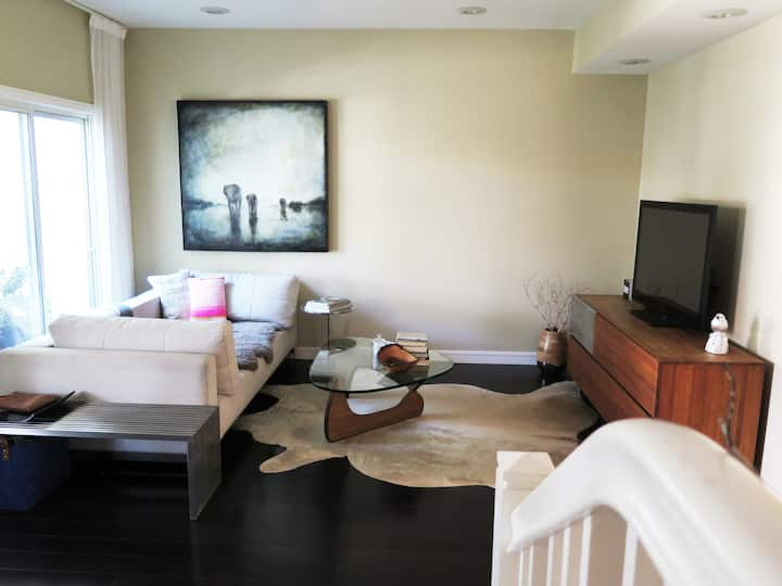Private Room  in Townhouse close to the beach B
