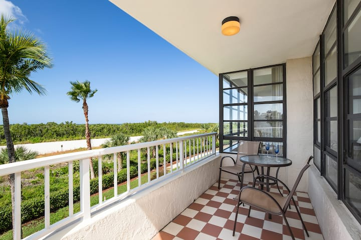 Lovely Beachfront Condo with amazing Gulf views.....