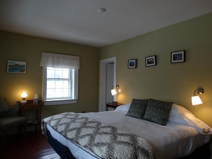 Darrynane Room - Shoreham Inn