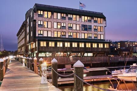 Wyndham Inn On Long Wharf Harbor View