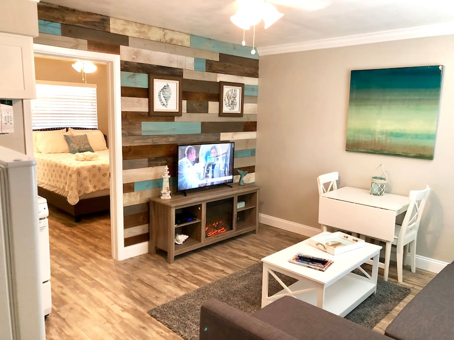 Renovated Clw Beach 1br 1ba Suite 2 Porpoise Inn Boutique Hotels For Rent In Clearwater