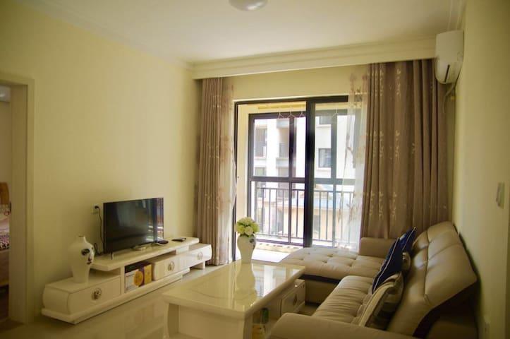 紧挨万达主题乐园的幸福小家温馨三居房 - Jinghong - Lejlighedskompleks