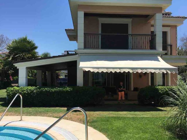 Luxury Villa in Çeşme with Pool and 5 min to sea