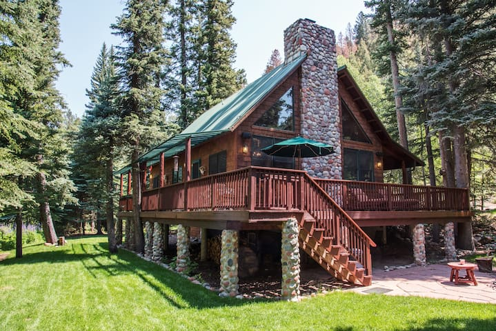 Cozy Riverside Mountain Home with Private Fishing