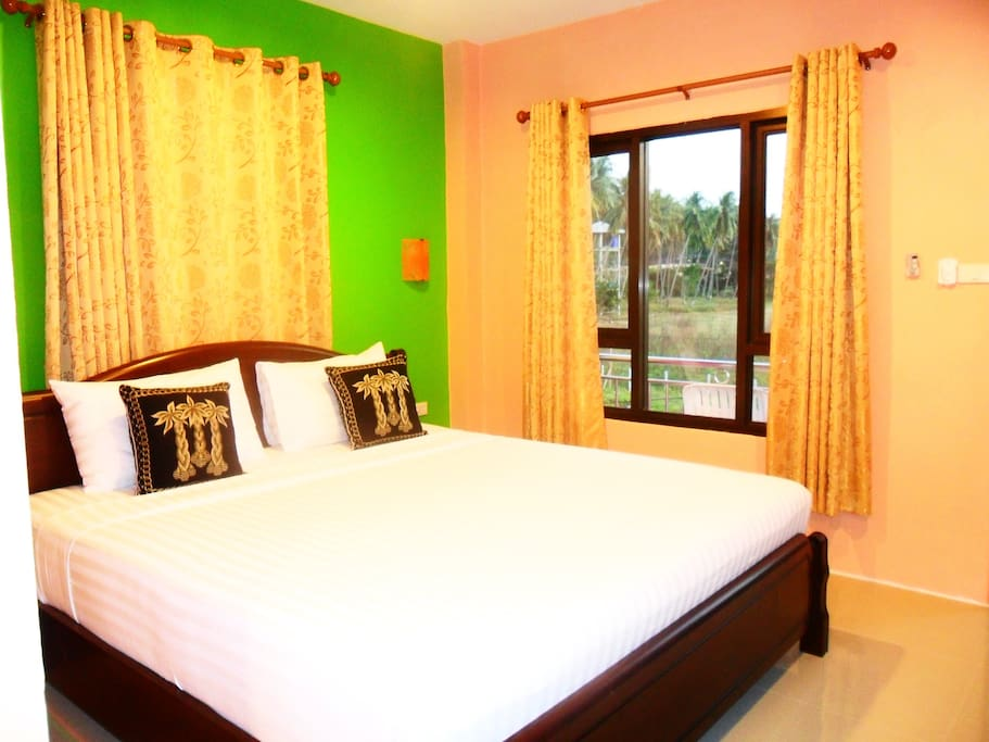 1 double bed This double room has a balcony, tile/marble floor and air conditioning.  Room facilities: Balcony, Garden view, Cable Channels, Flat-screen TV, Air Conditioning, Desk, Seating Area, Tile/Marble floor, Shower, Free toiletries, Toilet, Bathroom, Refrigerator, Towels