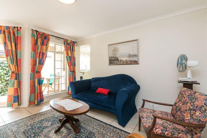 Parkhurst 2 bedroom cottage with garage