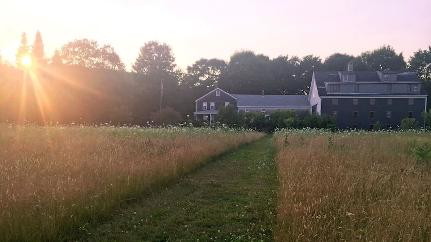 Historic Farmhouse-Fields + Flowers - North Yarmouth - Casa